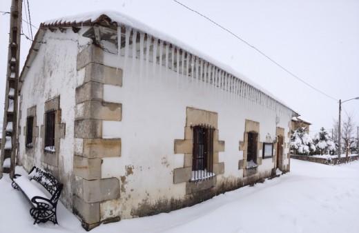 Etiquetas de fondo de pueblo de nieve